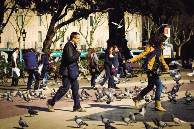 Representación de los actores principales de la ciudad. Ciudadano, medio ambiente, territorio. Espacio colectivo y participativo. Plaza Cataluña, Barcelona (España)