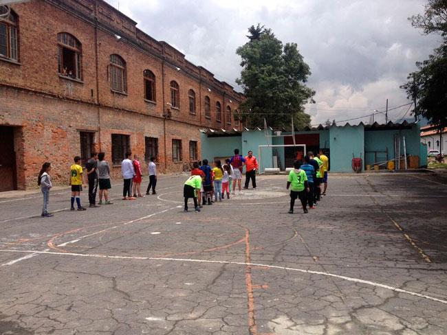 Proyecto de construcción social de espacio público. Localidad de Los Mártires, Bogotá (Colombia). Colectivo Amigos de la Estación. Estación de la Sabana